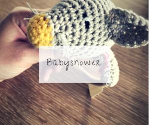 Babyshower: unter Freundinnen für die werdende Mama und ihr Kind schönes Basteln...